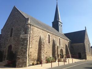 Eglise  avec porte du XI ème siècle